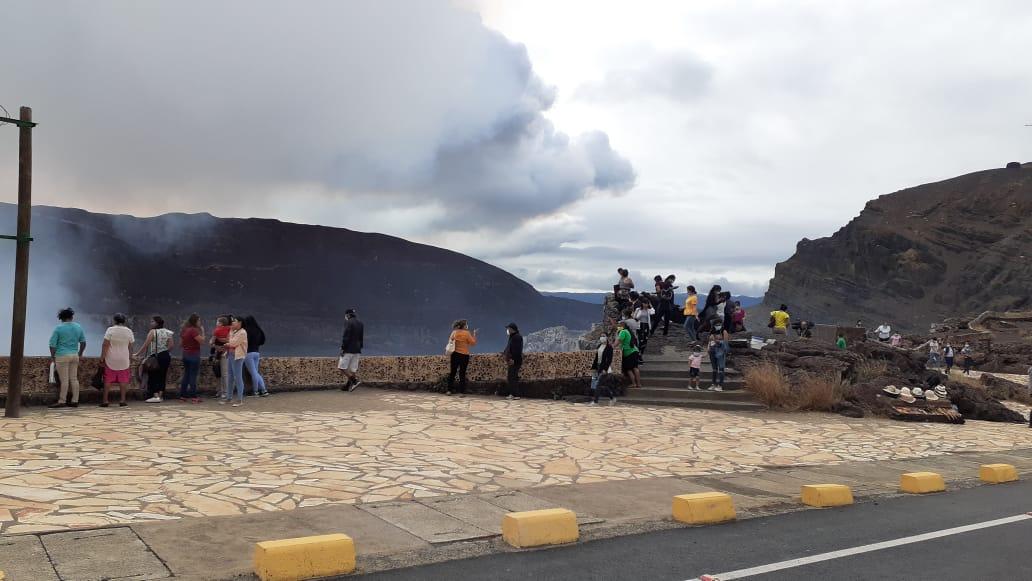 Turistas nacionales y extranjeros visitan el Parque Nacional Volcán Masaya