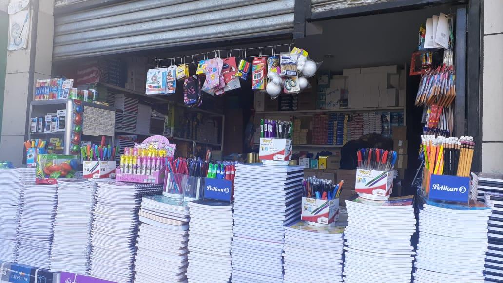 Útiles escolares a precios favorables en el mercado Oriental