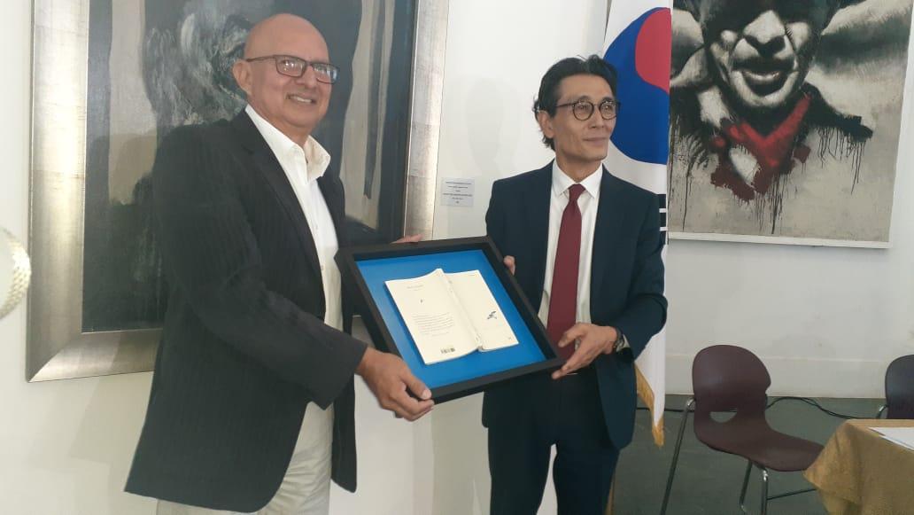 Traducen el libro Azul de Rubén Darío en coreano