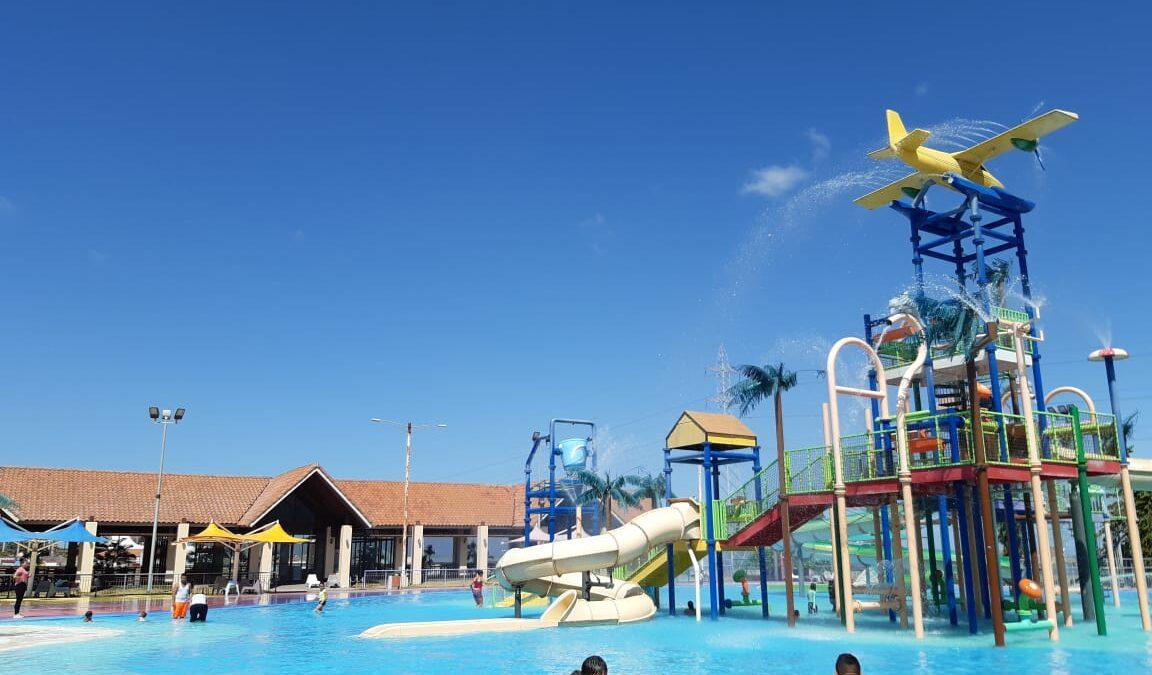 Estudiantes despiden vacaciones en parque Acuático de Managua