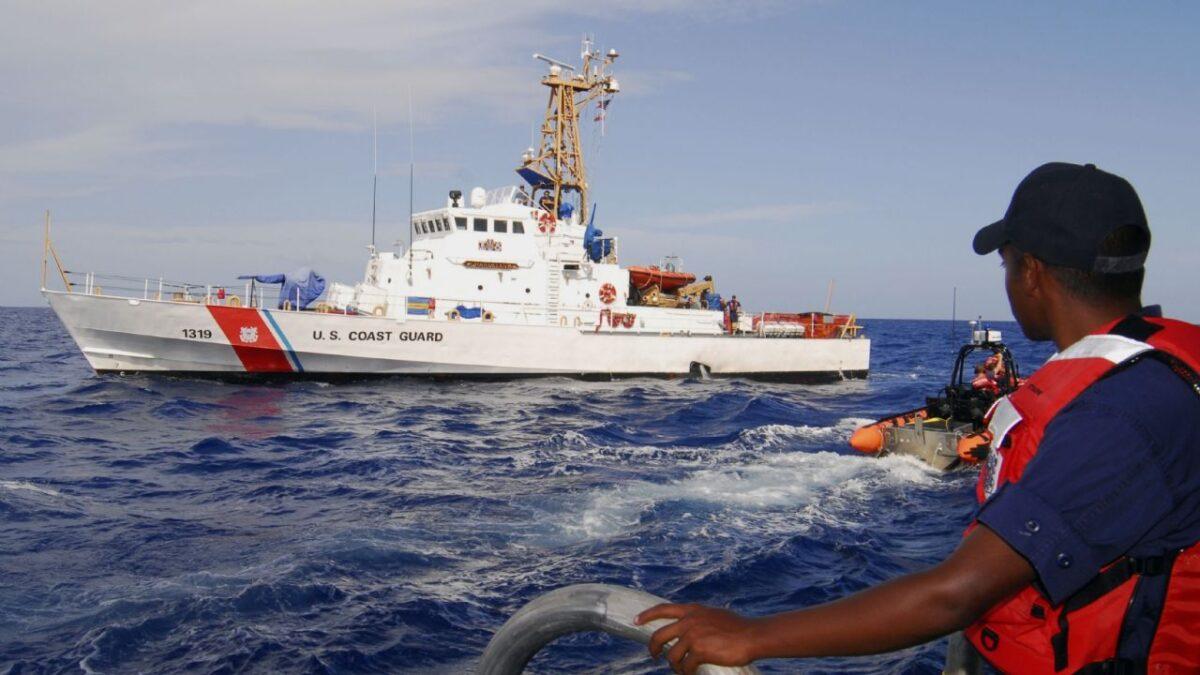 Desaparece embarcación con al menos 20 personas en el Triángulo de las Bermudas