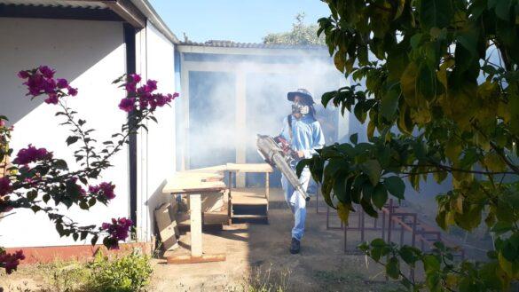Fumigan contra mosquitos en el barrio Ducualí de Managua