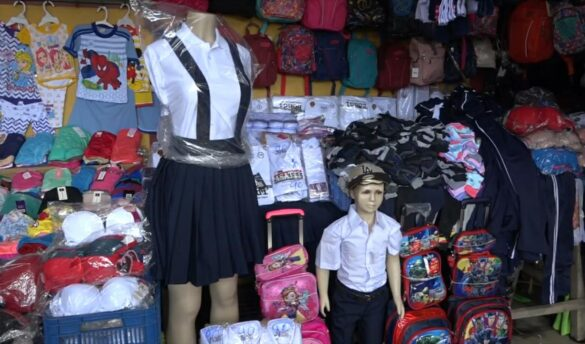 Mercado caraceño oferta útiles escolares en descuento