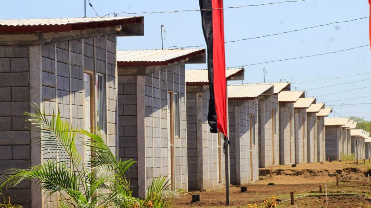 100 familias más recibieron sus nuevas casas Bismarck Martínez