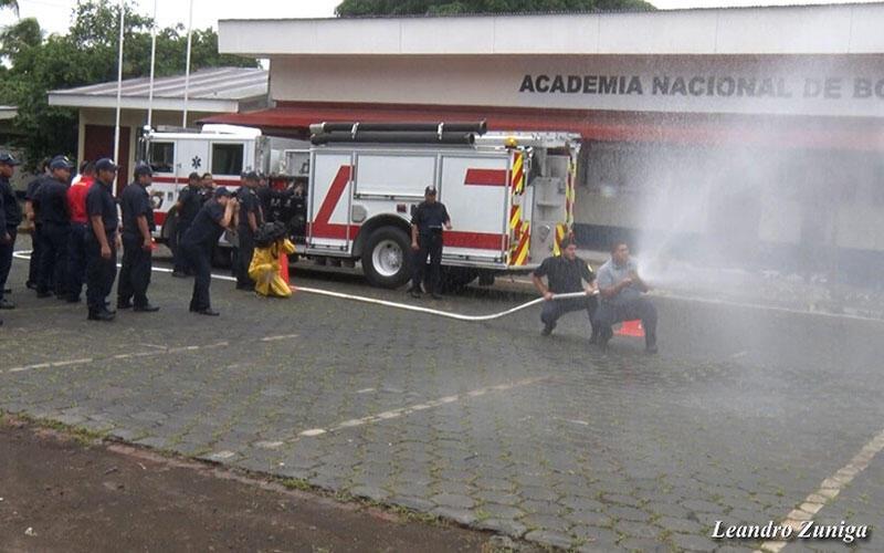 Nuevos bomberos se ejercitan en atención pre hospitalaria