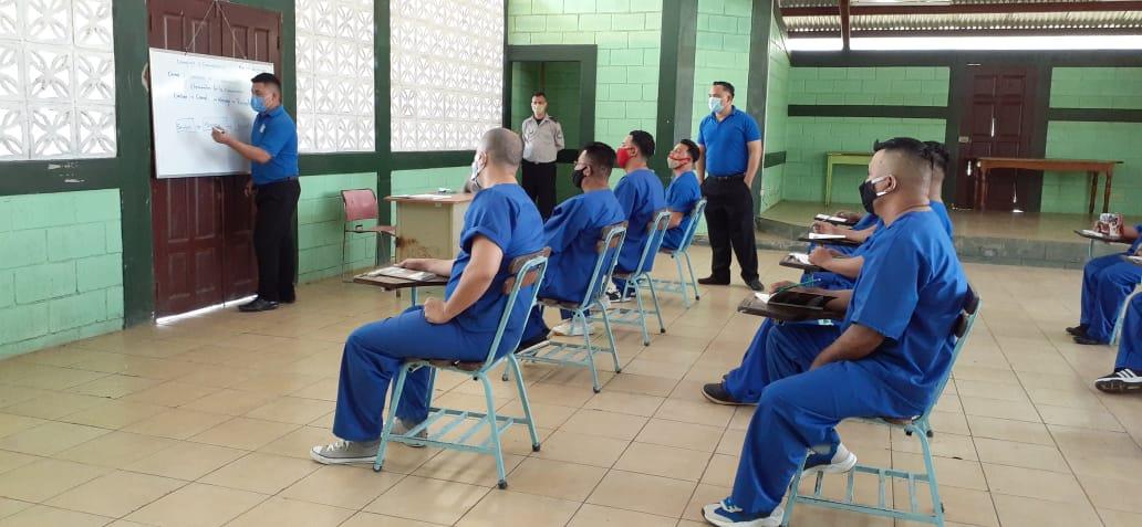 Privados de libertad tienen la oportunidad de estudiar, mientras cumplen sus condenas