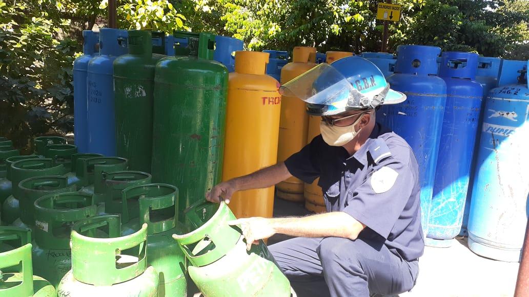Bomberos inspeccionan agencias distribuidoras de gas licuado