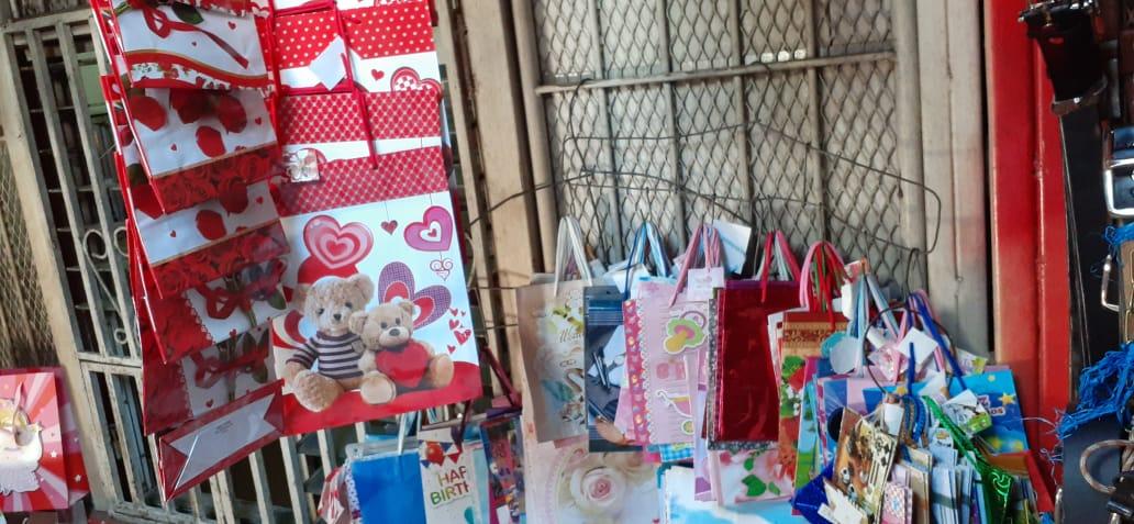 Comerciantes del mercado Oriental con descuentos para celebrar el amor y la amistad