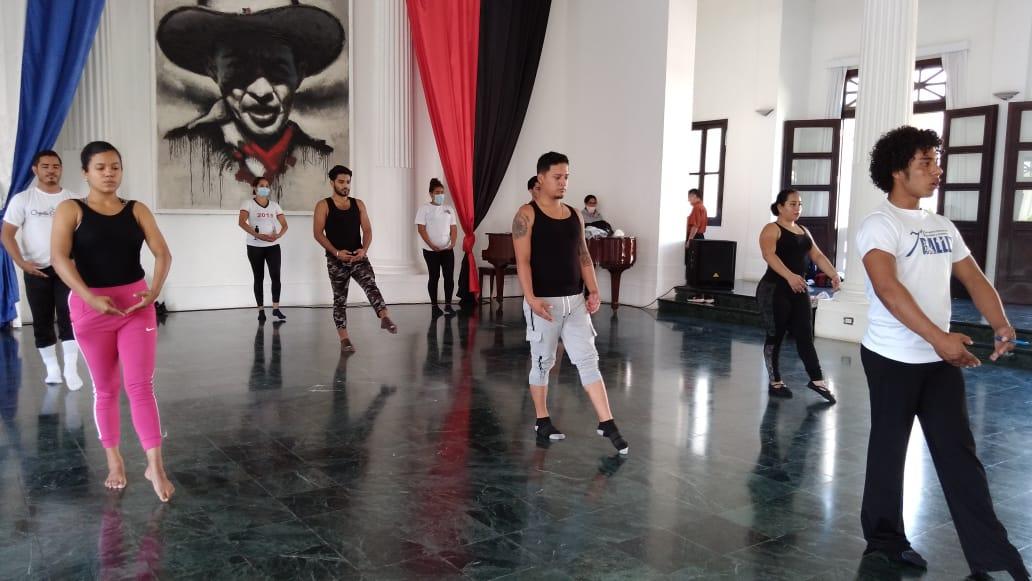 Instructores de las escuelas municipales de danza dan continuidad a su formación