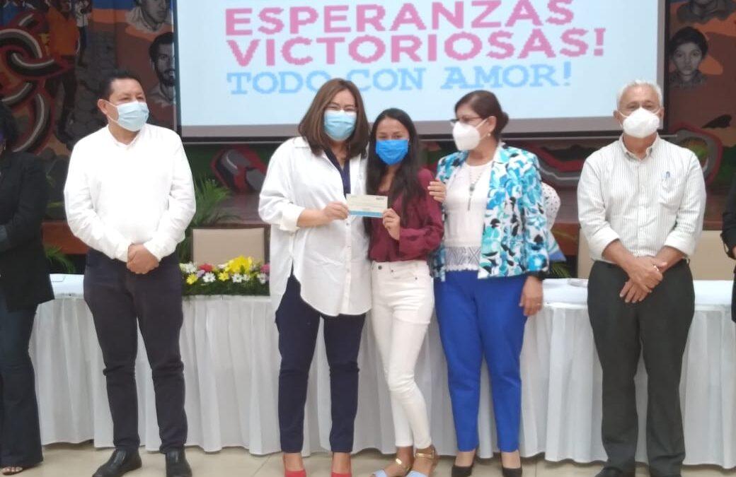 Nicaragua otorga becas a excelencia académica de secundaria a distancia en el campo