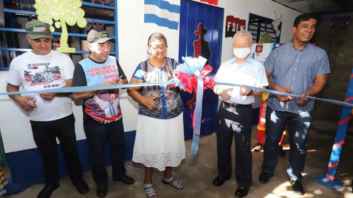Entregan vivienda a familia del barrio Adolfo Reyes