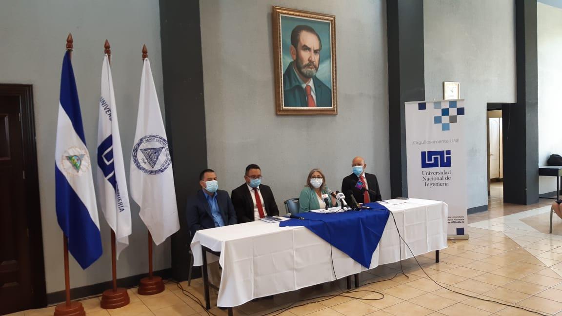 Banco Central de Nicaragua entrega más becas totales en la UNI