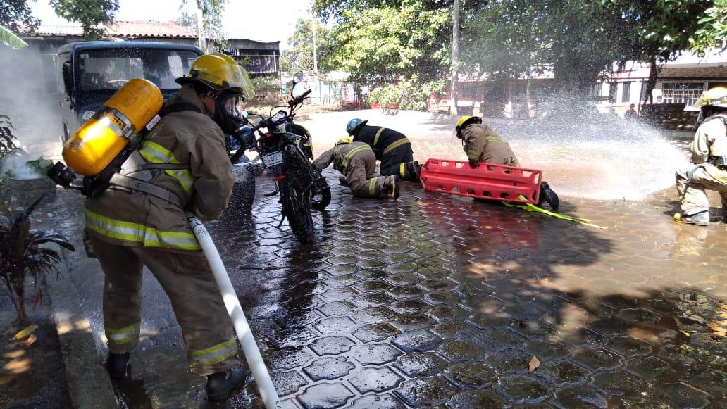 Bomberos fortalecen capacidades de atención pre hospitalaria por accidentes de tránsito