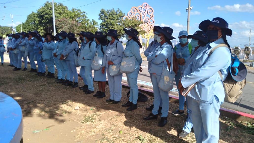 Familias del barrio candelaria reciben a brigadistas de salud para combatir los mosquitos