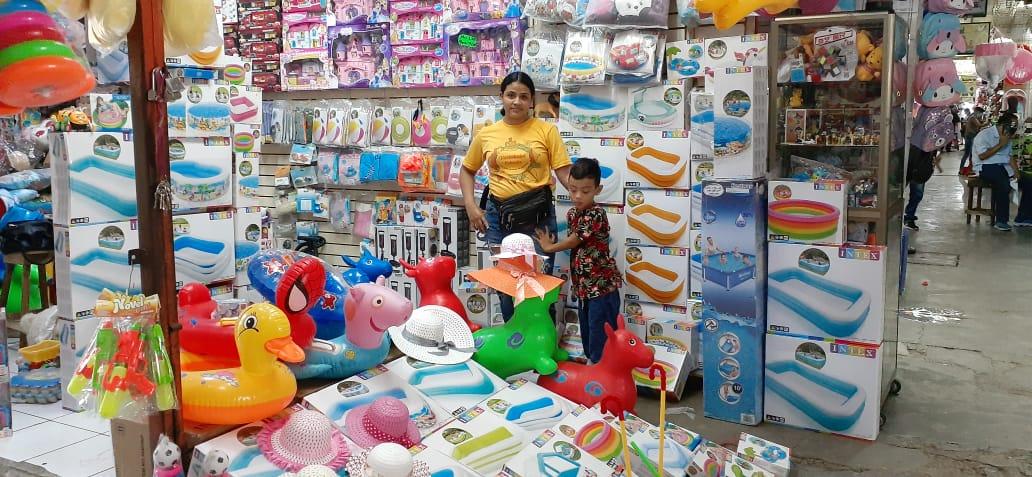 Piscinas inflables ya se ofertan en los mercados capitalinos