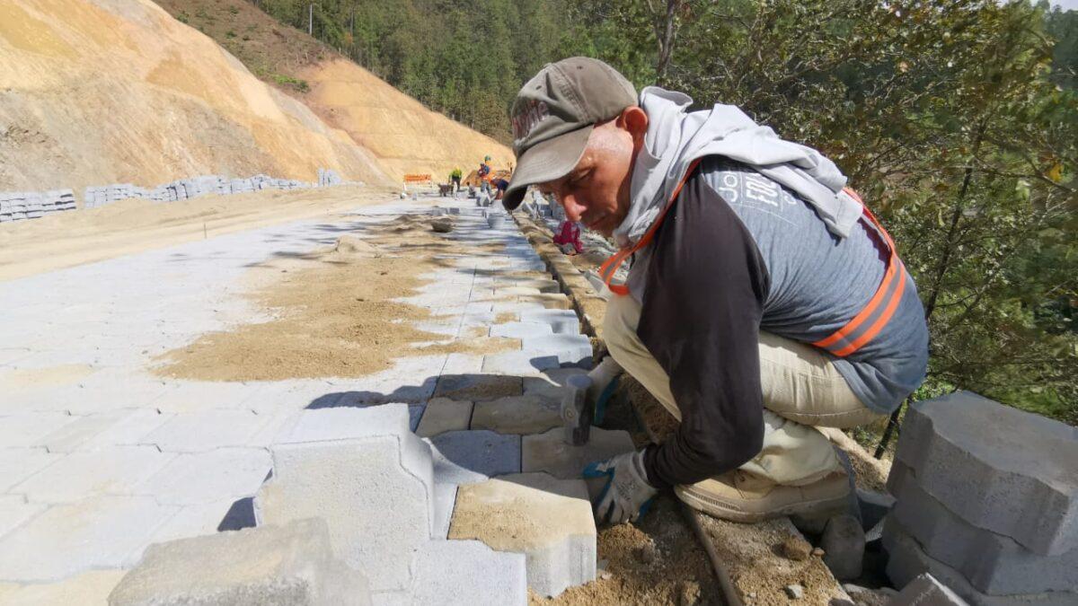 Nueva Segovia: Carretera adoquinada va por buen camino