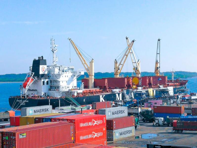 Mejorarán servicio en puertos con grúa móvil
