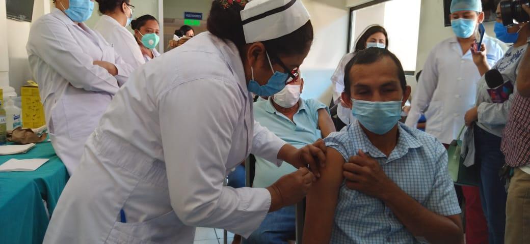 Tercera jornada de vacunación voluntaria en el Cruz Azul