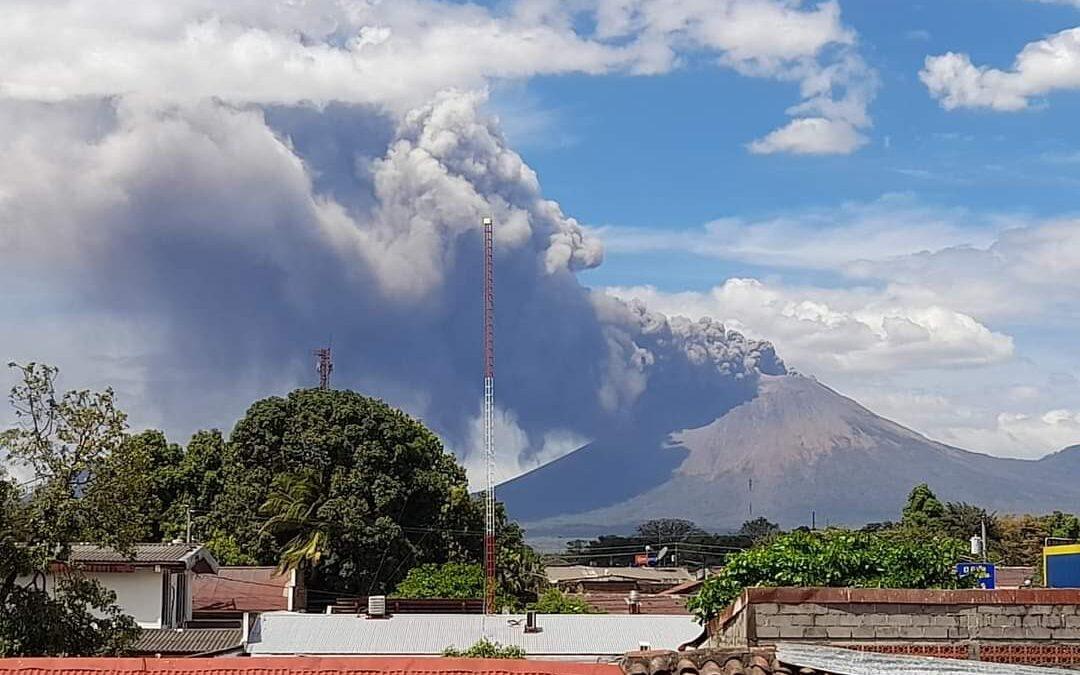 Sinapred monitorea explosiones en Volcán San Cristóbal