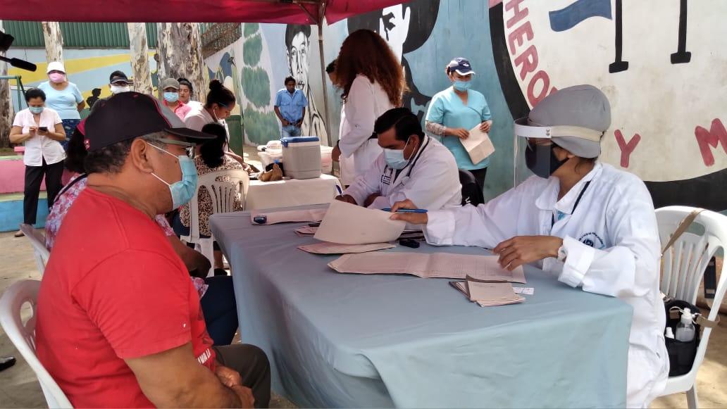 Habitantes del barrio San José Oriental reciben atención médica cerca de sus hogares