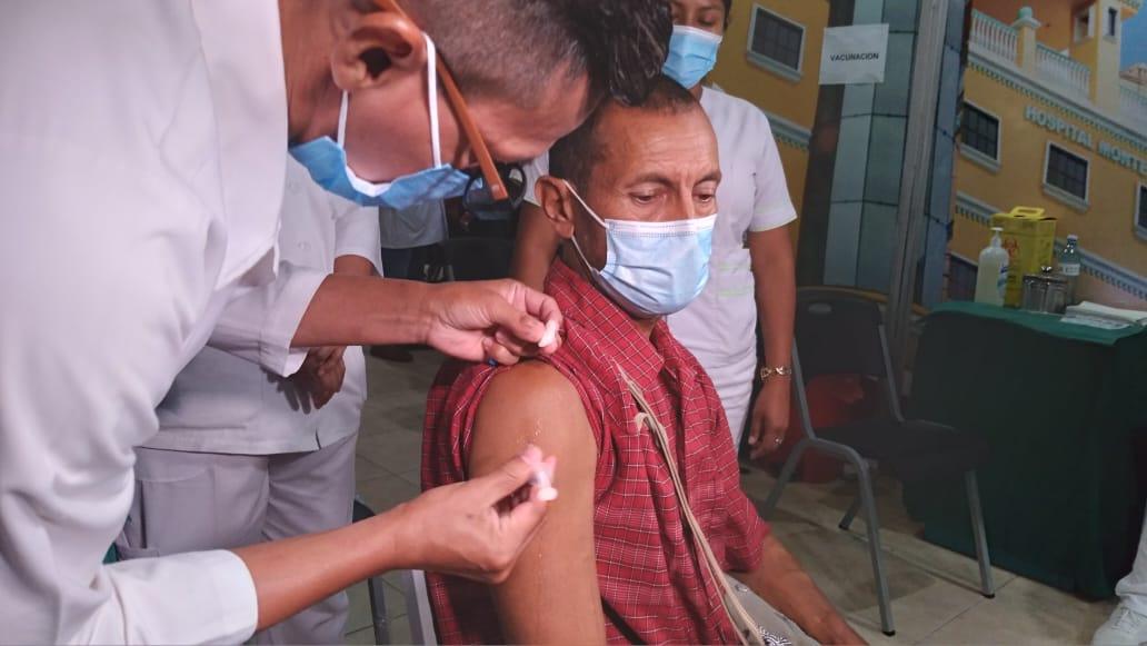 Más paciente se vacunan voluntariamente para prevenir el Covid-19