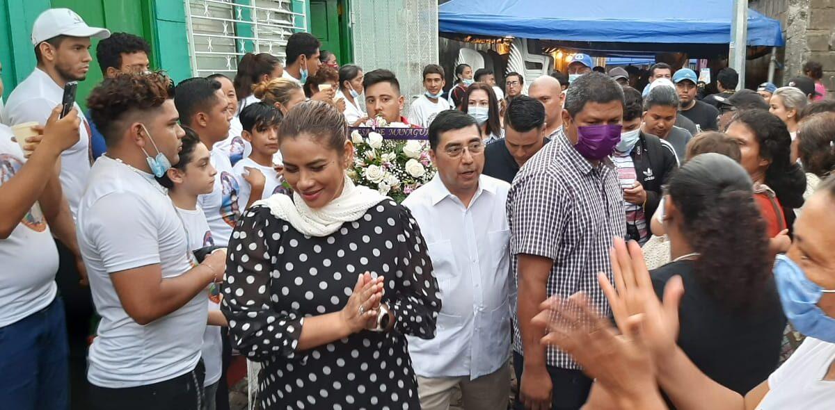Autoridades de la comuna capitalina acompañan a la familia del Cacique Mayor