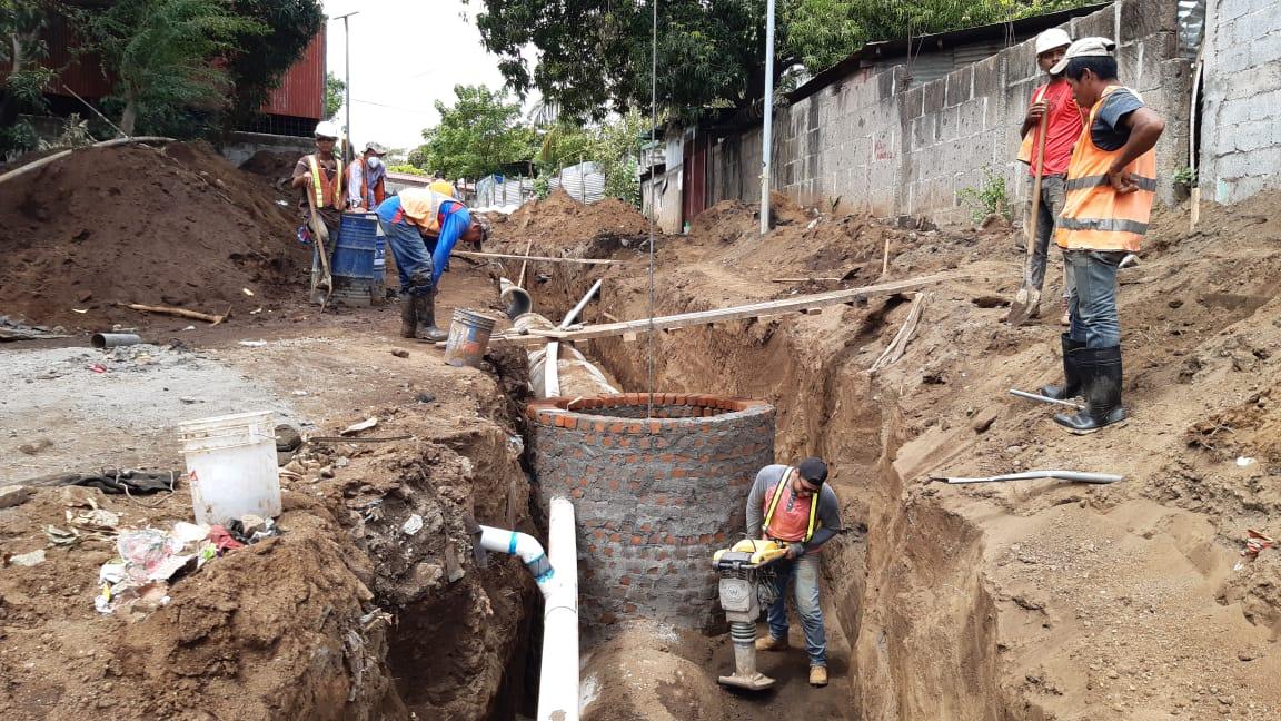 Construyen drenaje pluvial y calles en el barrio Lomas de Guadalupe