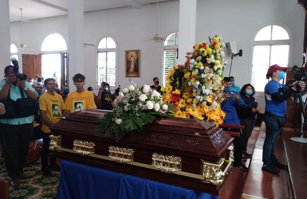 Dan el último adiós al Cacique Mayor Oscar Ruiz