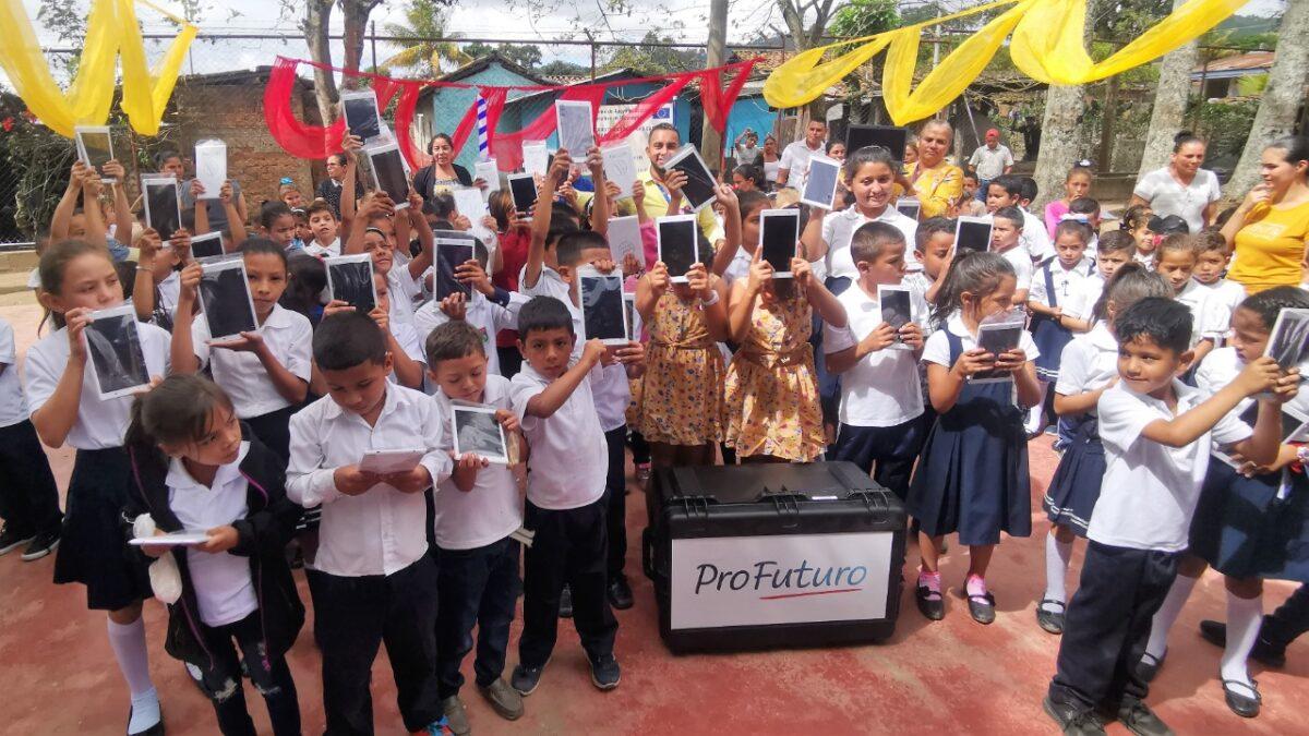 Maletas tecnológicas en cuatro escuelas de Jalapa perfeccionará aprendizaje