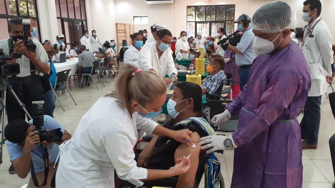 Nicaragüenses no presentan reacciones severas por vacuna Sputnik V
