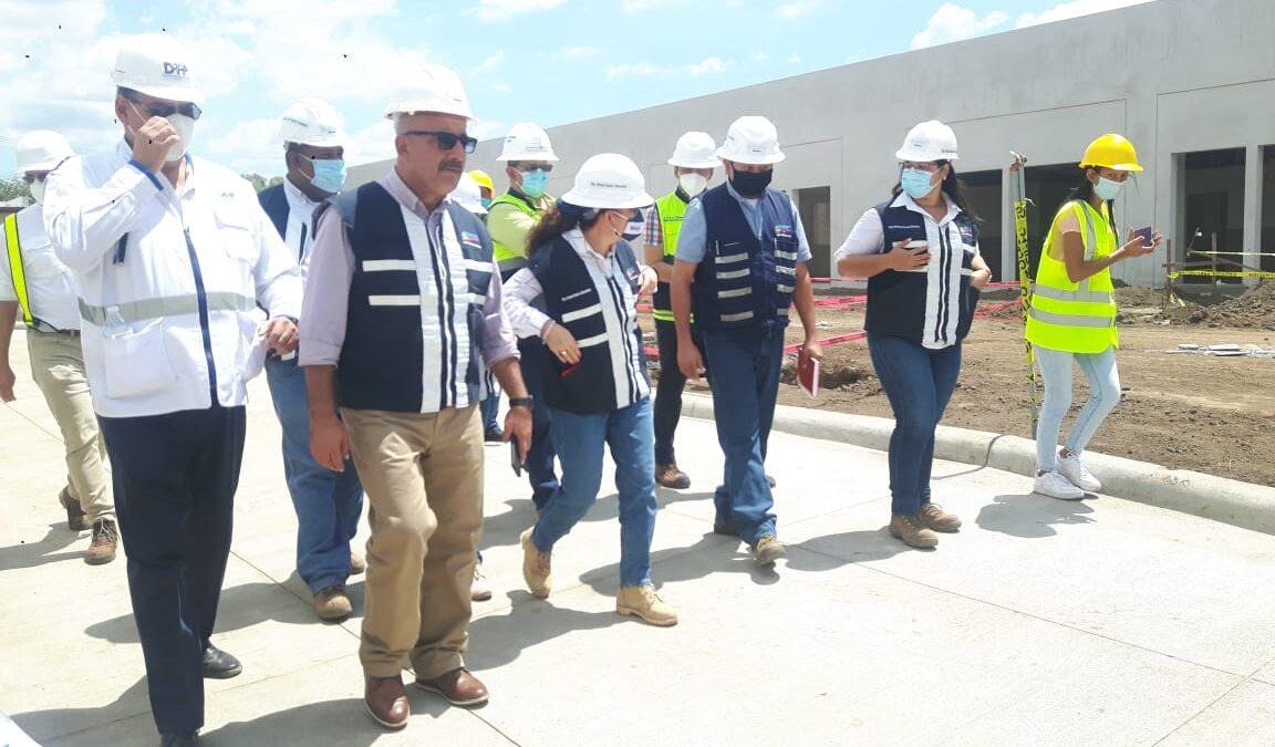 Sonia Castro realiza recorrido en la construcción del hospital de Chinandega