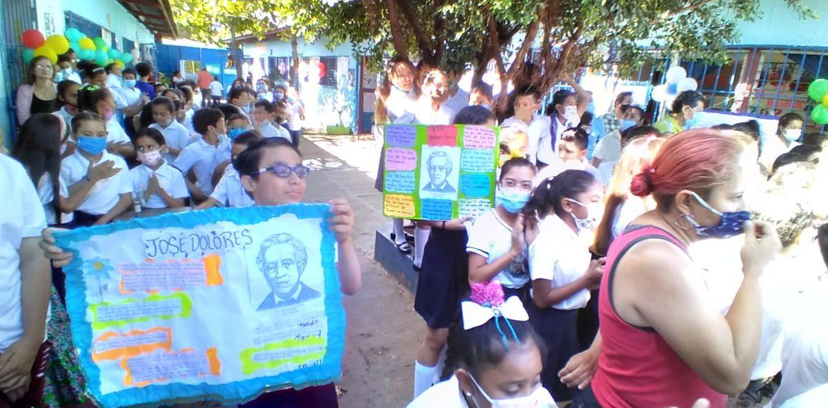 Estudiantes conmemoran natalicio 229 del héroe nacional José Dolores Estrada