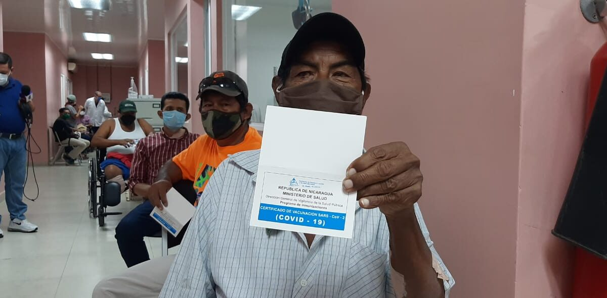 Pacientes más interesados en aplicarse la vacuna contra la Covid-19