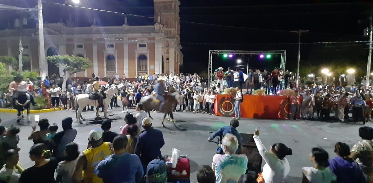 Concurrida hípica nocturna en Granada