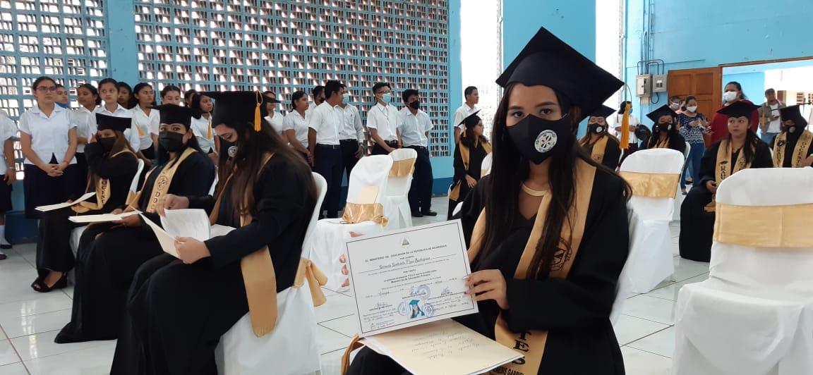 Decenas de maestros normalistas se gradúan en Nicaragua
