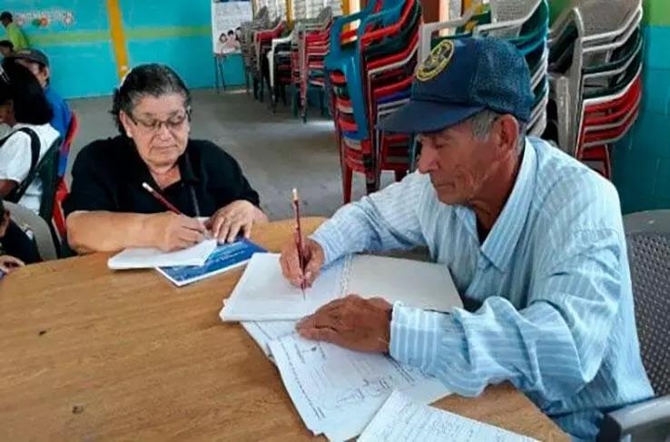 Casi 2 mil escuelas en Nicaragua tendrán el 100 % de maestros titulados