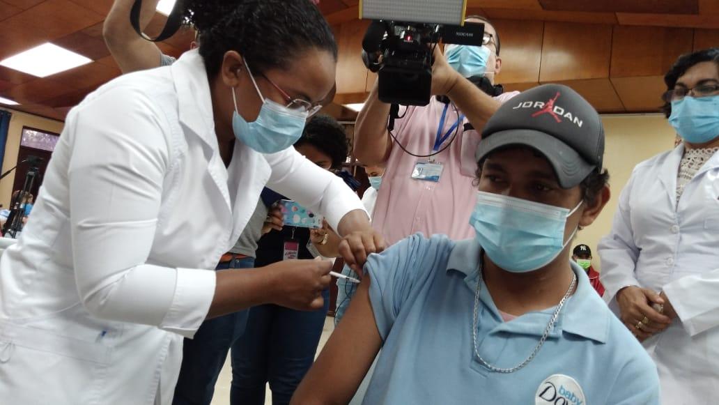 Pacientes renales crónicos comienzan a recibir segunda dosis de vacuna contra covid-19
