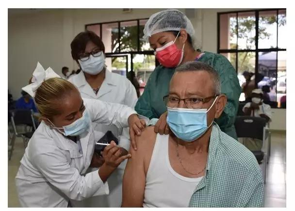 Vacunación contra la covid-19 continuará toda la Semana Santa