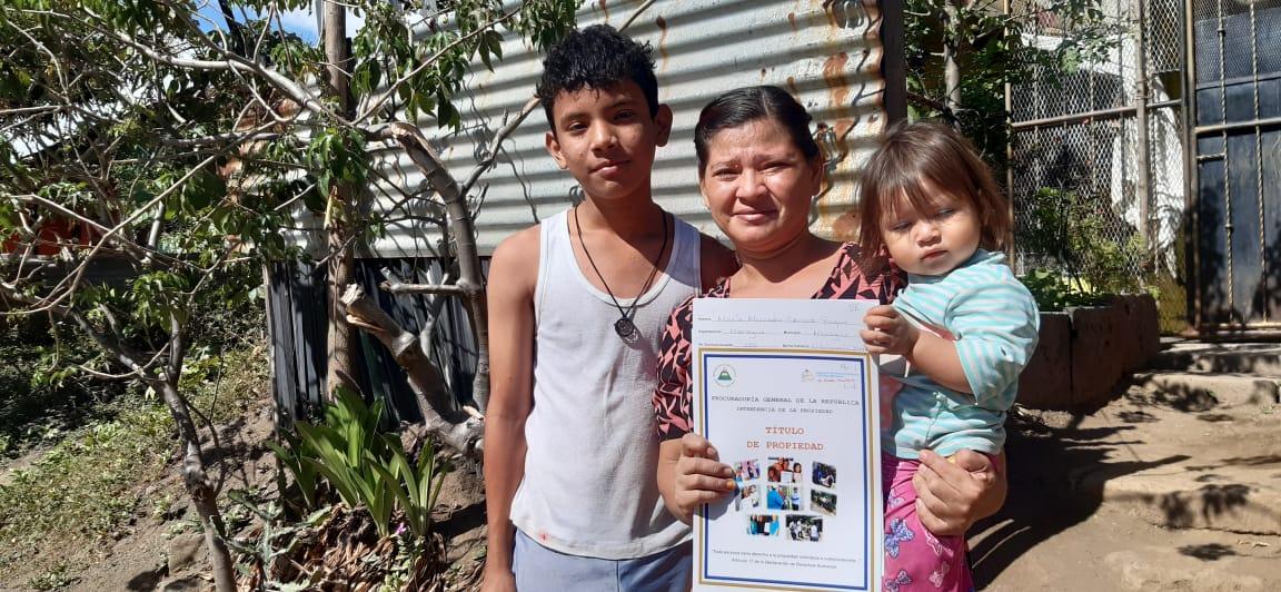 10 mil familias nicaragüenses han recibido títulos de propiedad