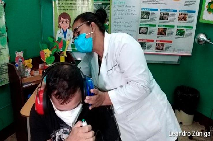 Nicaragua atiende a 50 mil personas con discapacidad auditiva