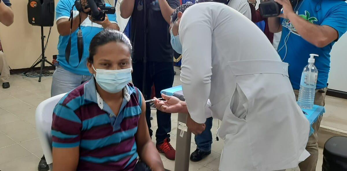 Más pacientes reciben vacuna contra el Covid-19