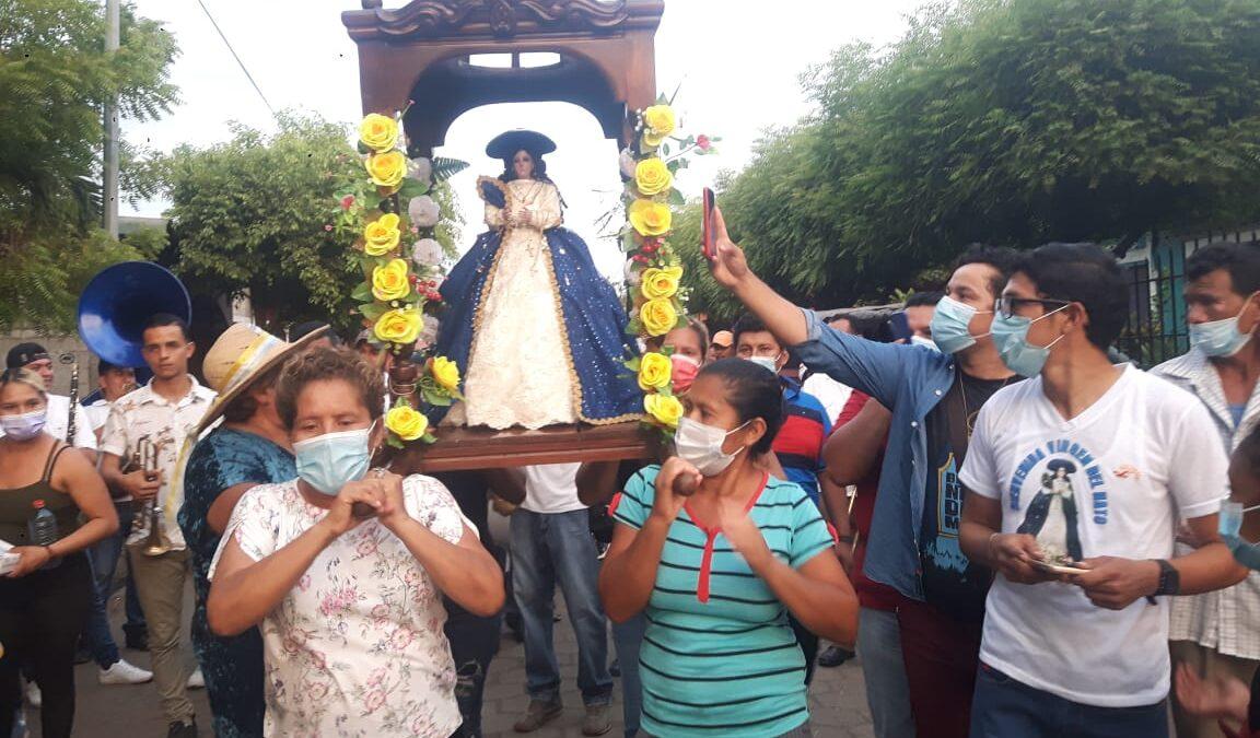 Fieles devotos se desbordan y acompañan a la virgen de Hato en Chinandega