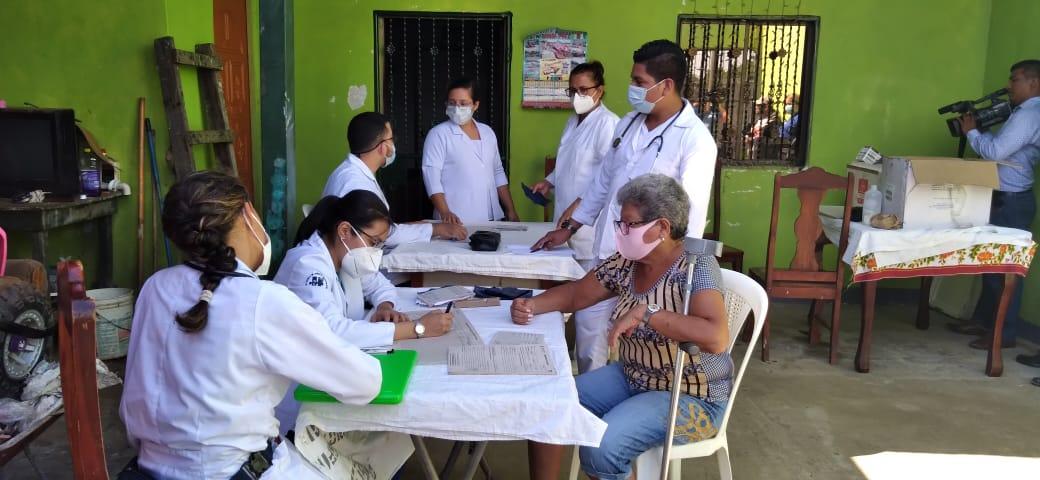 Brigada médica atiende a más de 200 pacientes en el barrio Nueva Nicaragua