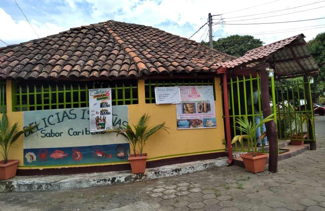 Delicias Isleñas con su especialidad en mariscos y sopa marinera