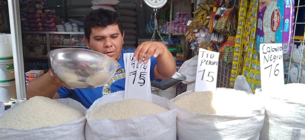 Granos básicos y perecederos mantienen su precio en el mercado Oriental