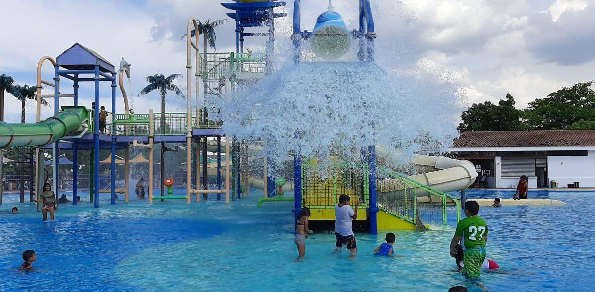 Familias continúan disfrutando del verano en el Parque Acuático en Managua