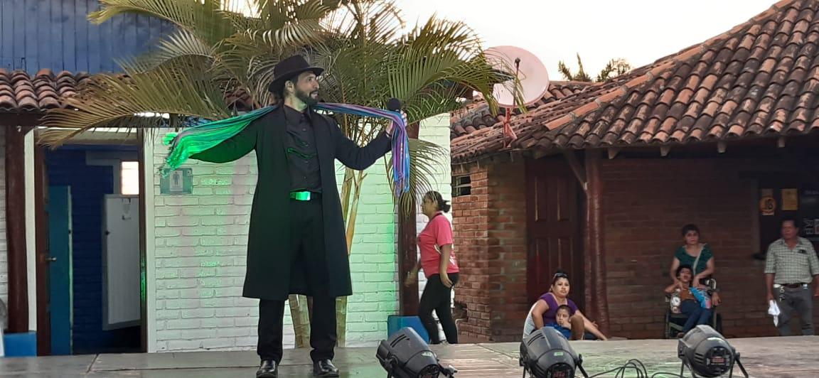 Show de imitadores y clases de baile en Puerto Salvador Allende