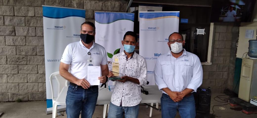 Nicaragüense obtiene galardón como «Mejor Productor Agrícola de Centroamérica