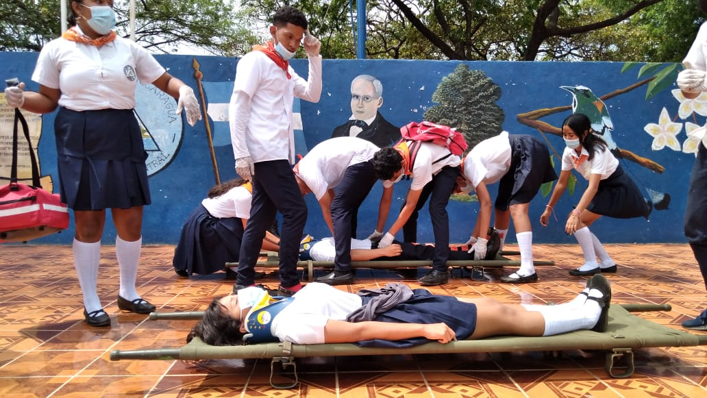 Estudiantes y bomberos participan en Ejercicio de Protección a la Vida