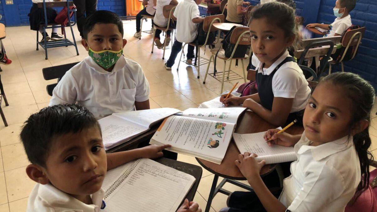 Mejoran ambientes escolares en zonas cafetaleras